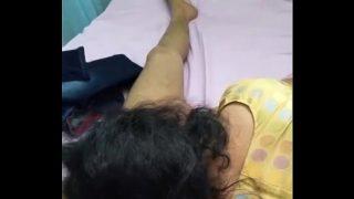 பிரமிளா மேம்க்கு ப்ரீத்தி காட்டும் புண்டை சுகம்