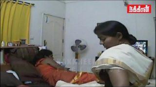 நிர்வாணமாக கல்லூரி காதலியுடன் கொஞ்சும் காமசுகம்