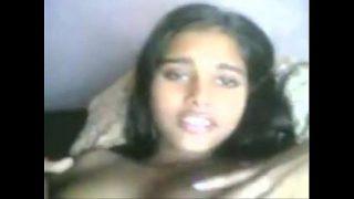 சுன்னி உருவி ஆசையை தூண்டும் சுதா ஆன்டி