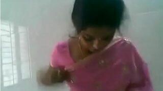 மனைவி ரேகா காதலன் சுண்ணி ஊம்பி ஓக்கிறாள்