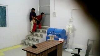 மேனேஜர் கூதியில் ஓக்கும் ஆபீஸ் செக்ஸ் வீடியோ