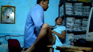 ஆபீஸ் பணிப்பெண் டேபிள் மேல் ஜட்டி கழட்டி அடிக்கும் செக்ஸ்