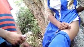 பார்க்கில் காதலியை நிற்கவைத்து செய்த வெட்டவெளி செக்ஸ் வீடியோ